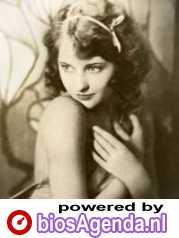 Barbara Stanwyck als Kay Arnold