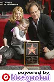 Jim Belushi met familie op de Walk of Fame © 2004 Haarlems Dagblad